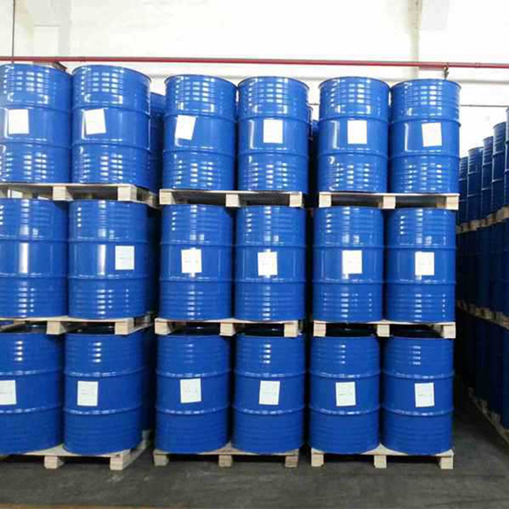 This picture shows drums of 99% isopropyl alcohol inside a factory in China. Isopropyl alcohol is stored in safe conditions with tightly closed containers.